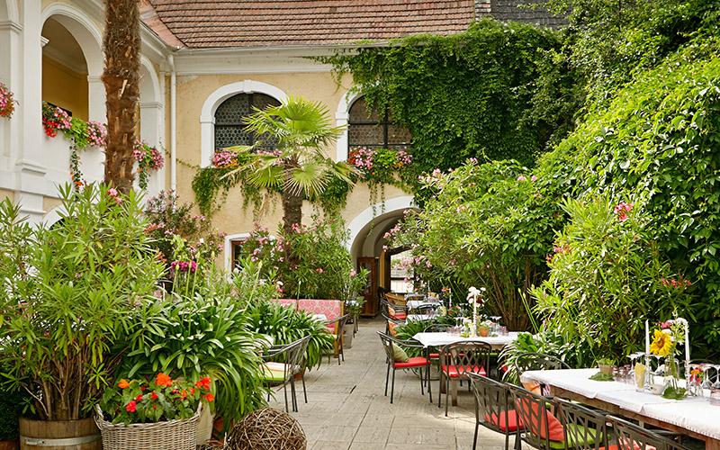 Prandtauerhof Gutshof Restaurant Innenhof Garten