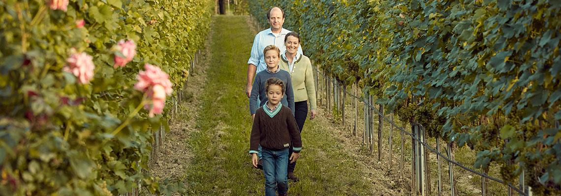 Familie Holzapfel im Weingarten